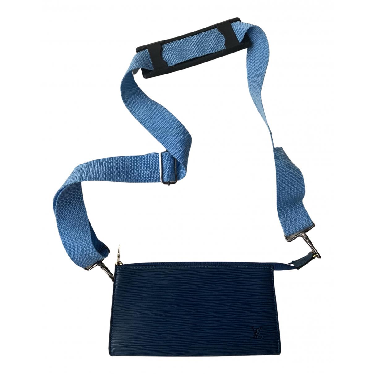 Louis Vuitton Pochette Accessoire Clutch in  Blau Leder