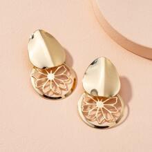 Ohrringe mit Lochern und Blumen Dekor