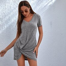 Kleid mit V Kragen und Twist am Saum