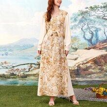 Kleid mit Blumen Muster, langen Ärmeln und Guertel