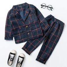 Blazer und Hose mit Karo Muster und Taschen Klappen