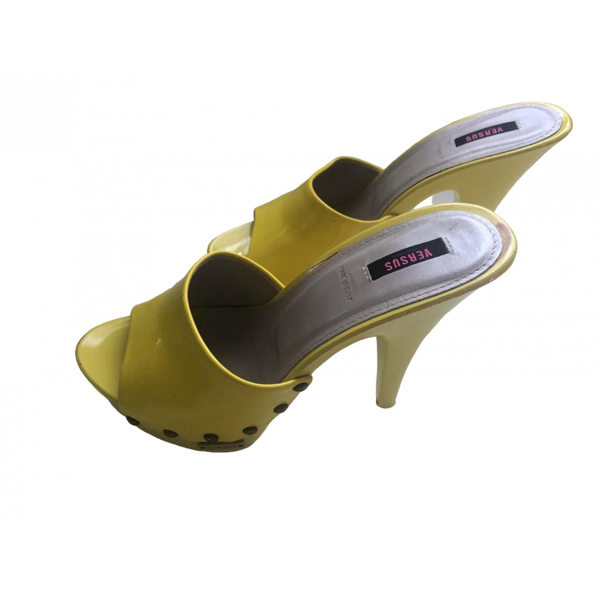 Versus \N Sandalen in  Gelb Kunststoff