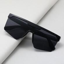 Maenner Sonnenbrille mit flacher Oberteil und getonten Linsen