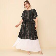 Kleid mit Stamm Muster und Falten am Saum