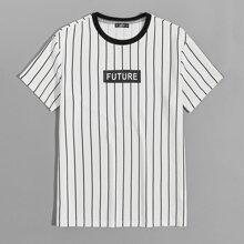Camiseta de hombres de rayas con letra