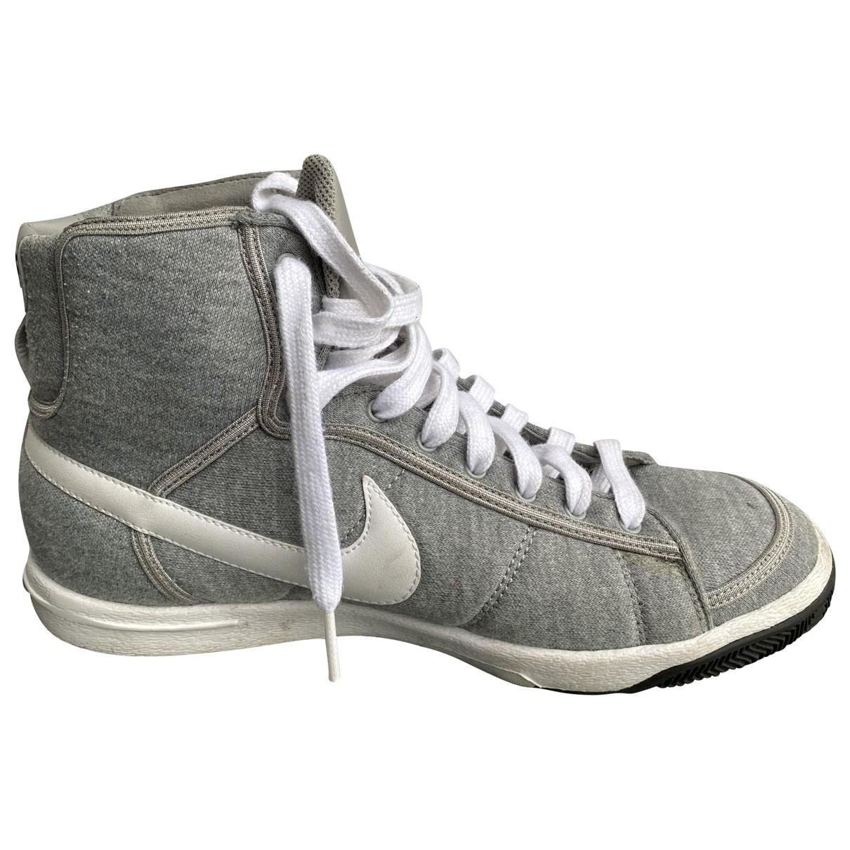 Nike Blazer Sneakers in  Grau Leinen
