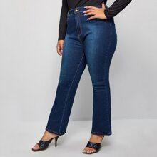 Jeans mit Waschung und ausgestelltem Beinschnitt ohne Guertel