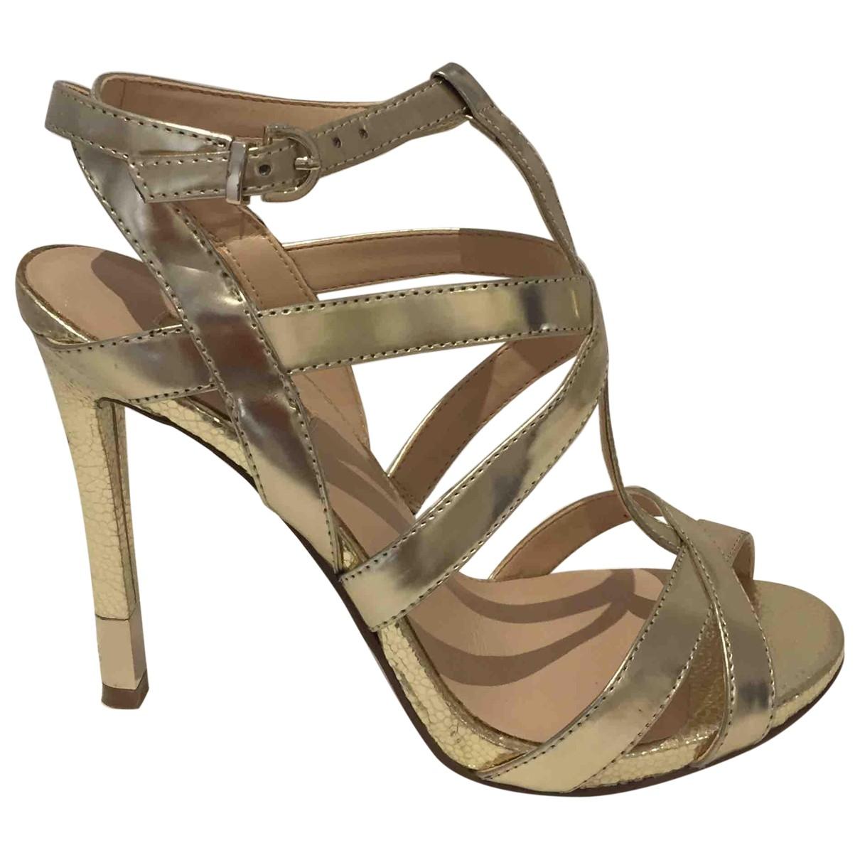 Sandalias de Cuero Guess
