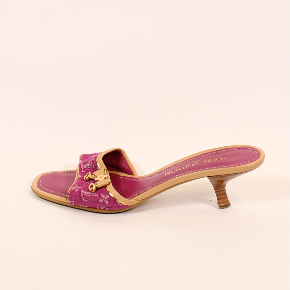 Louis Vuitton \N Clogs in  Rosa Leinen