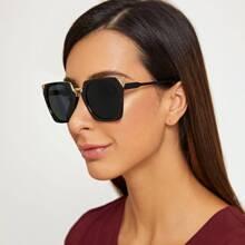 Sonnenbrille mit einfarbigem Rahmen, flachen Linsen und Etui