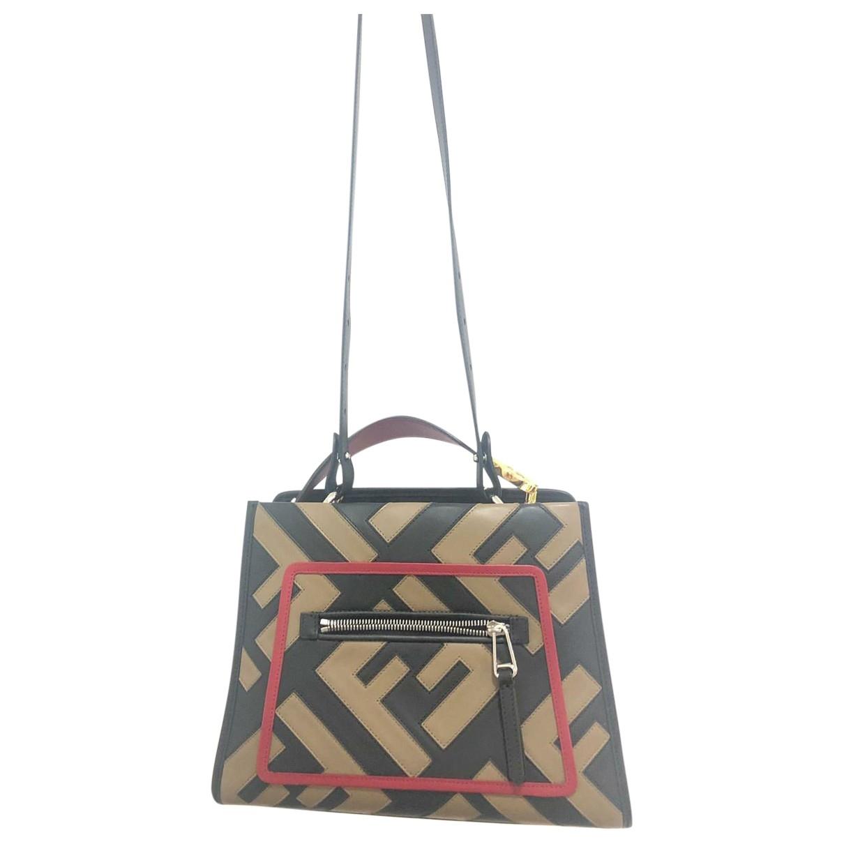 Fendi Runaway Handtasche in  Schwarz Leder