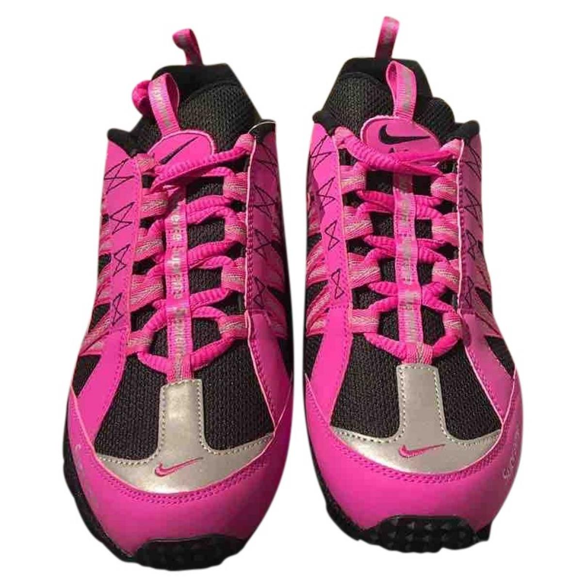 Nike X Supreme Humara 17 Sneakers in  Rosa Leinen
