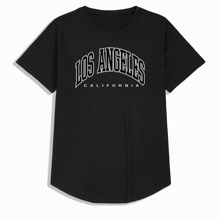 Camiseta bajo curvo con estampado de letra