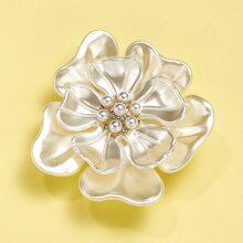Brosche mit Kunstperlen und Blumen Dekor