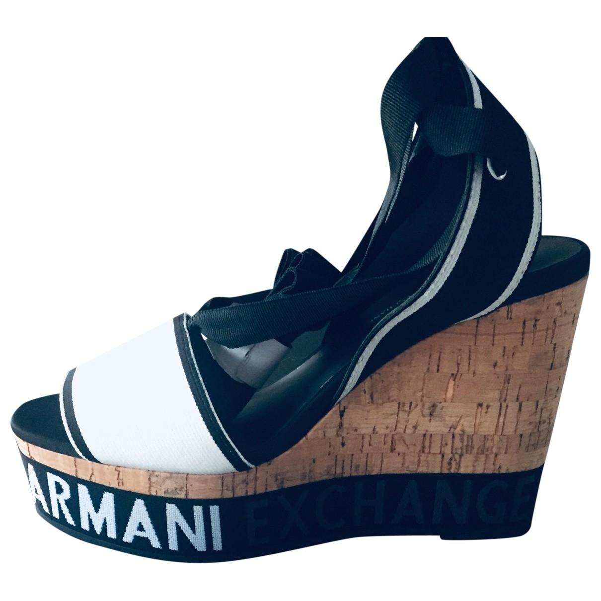 Emporio Armani \N Sandalen in  Schwarz Leinen