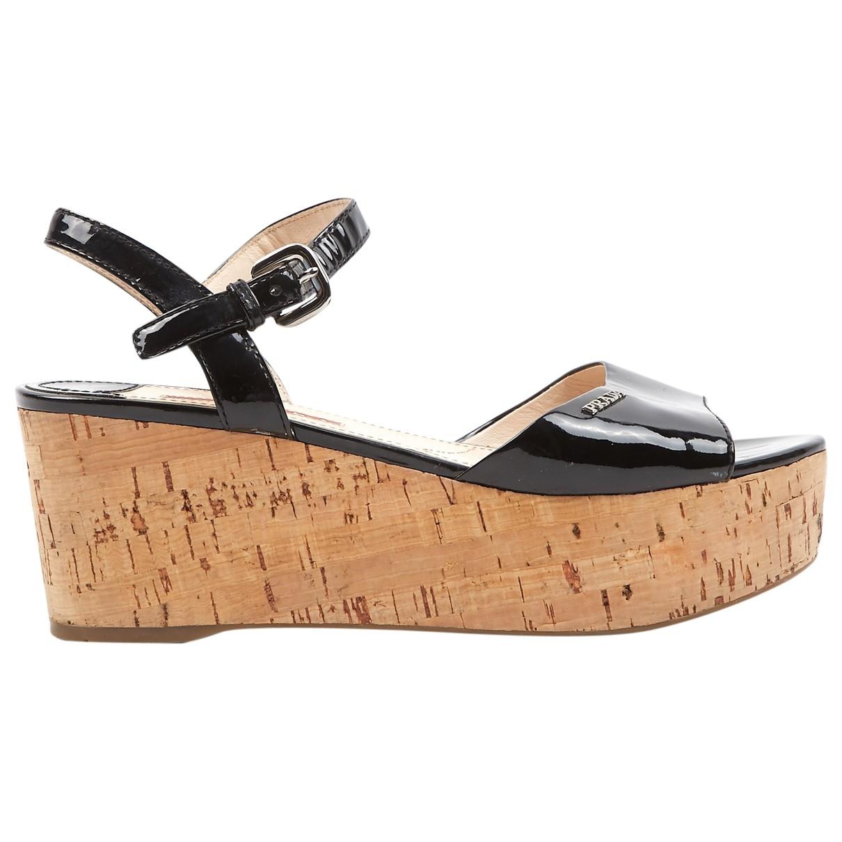 Sandalias romanas de Charol Prada