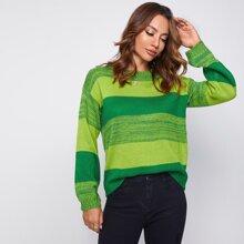Pullover mit sehr tief angesetzter Schulterpartie und Farbblock