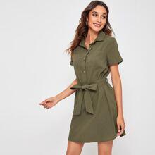Kleid mit Knopfen vorn, Taschen Flicken und Guertel