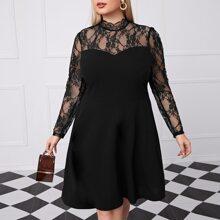 Kleid mit Stehkragen und Spitze