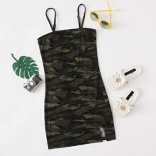 Figurbetontes Kleid mit Schlitz und Camo Muster