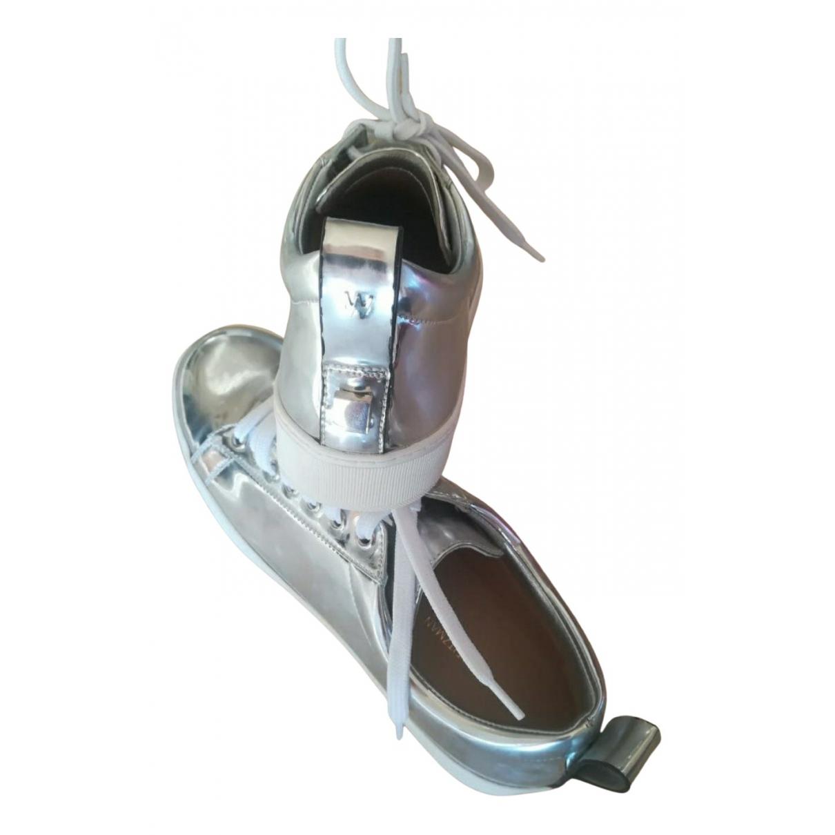 Stuart Weitzman \N Sneakers in  Silber Lackleder