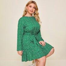 Kleid mit Bluemchen Muster, Rueschenbesatz und Guertel