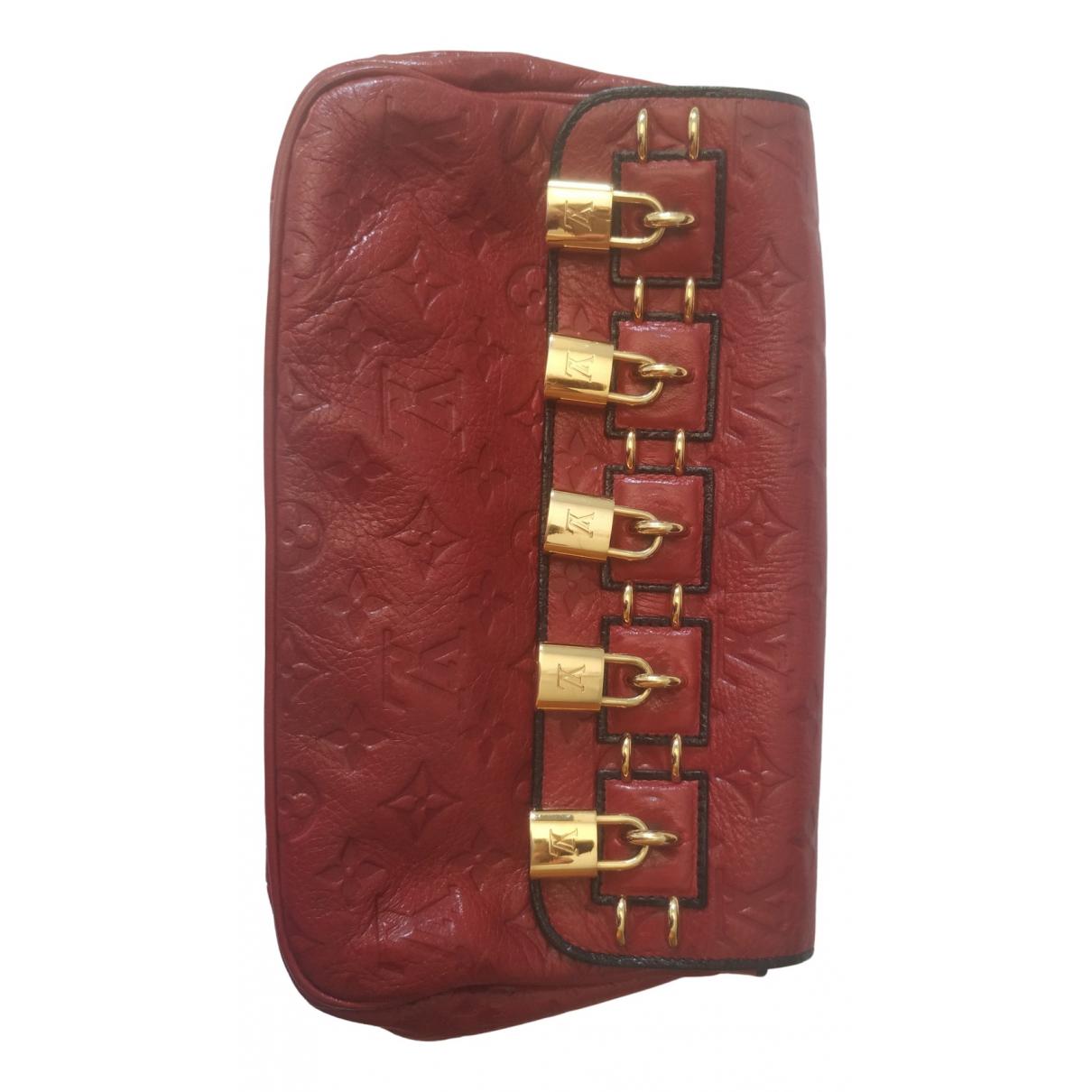 Louis Vuitton \N Clutch in  Bordeauxrot Leder