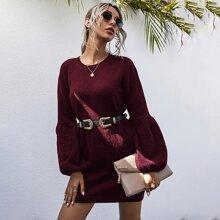 Pulloverkleid mit sehr tief angesetzter Schulterpartie ohne Guertel