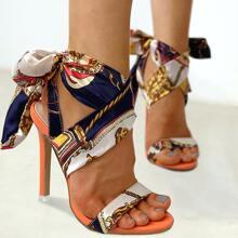 Sandalen mit Seidenband Dekor