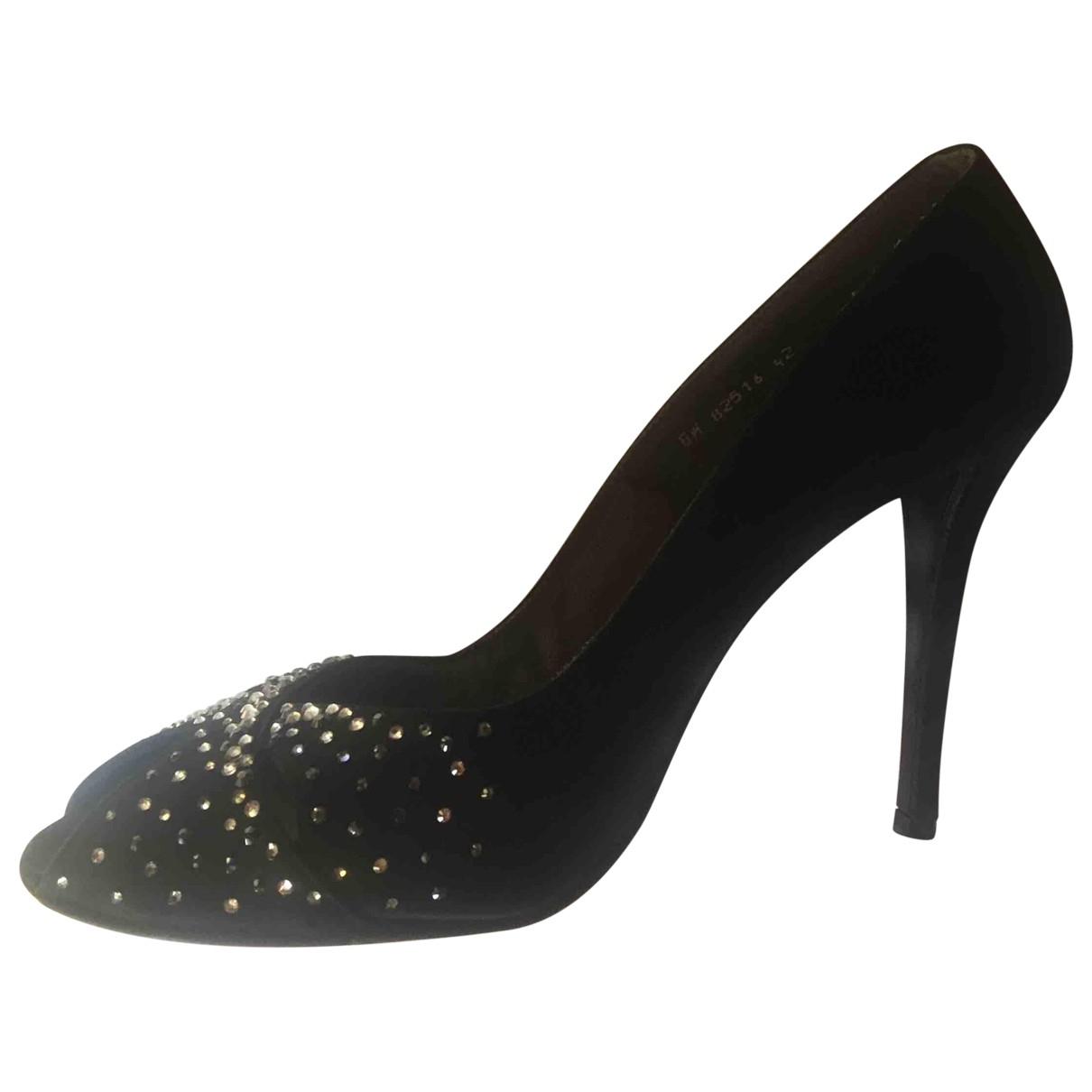 Stuart Weitzman \N Black Suede Sandals for Women 42 EU