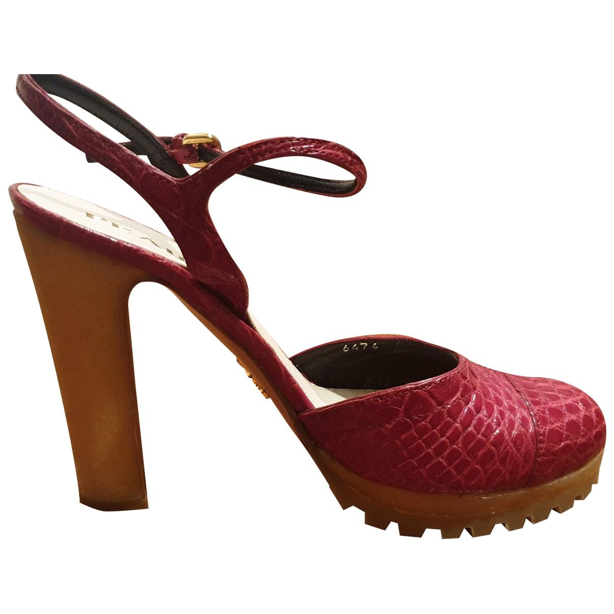 Prada - Escarpins   pour femme en crocodile - rouge