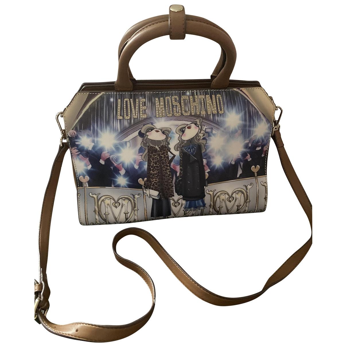 Moschino Love \N Handtasche in  Braun Lackleder