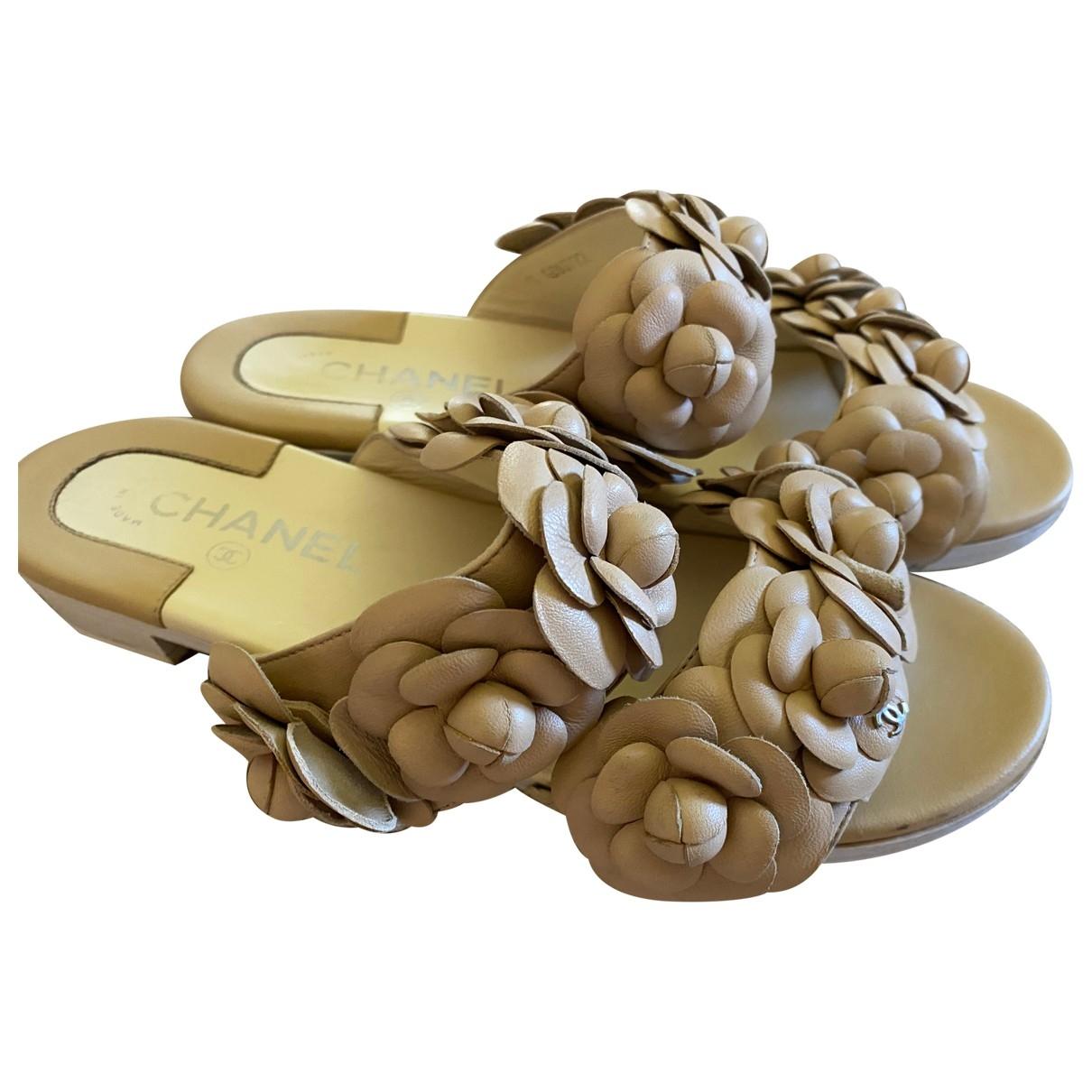 Chanel \N Sandalen in  Beige Leder