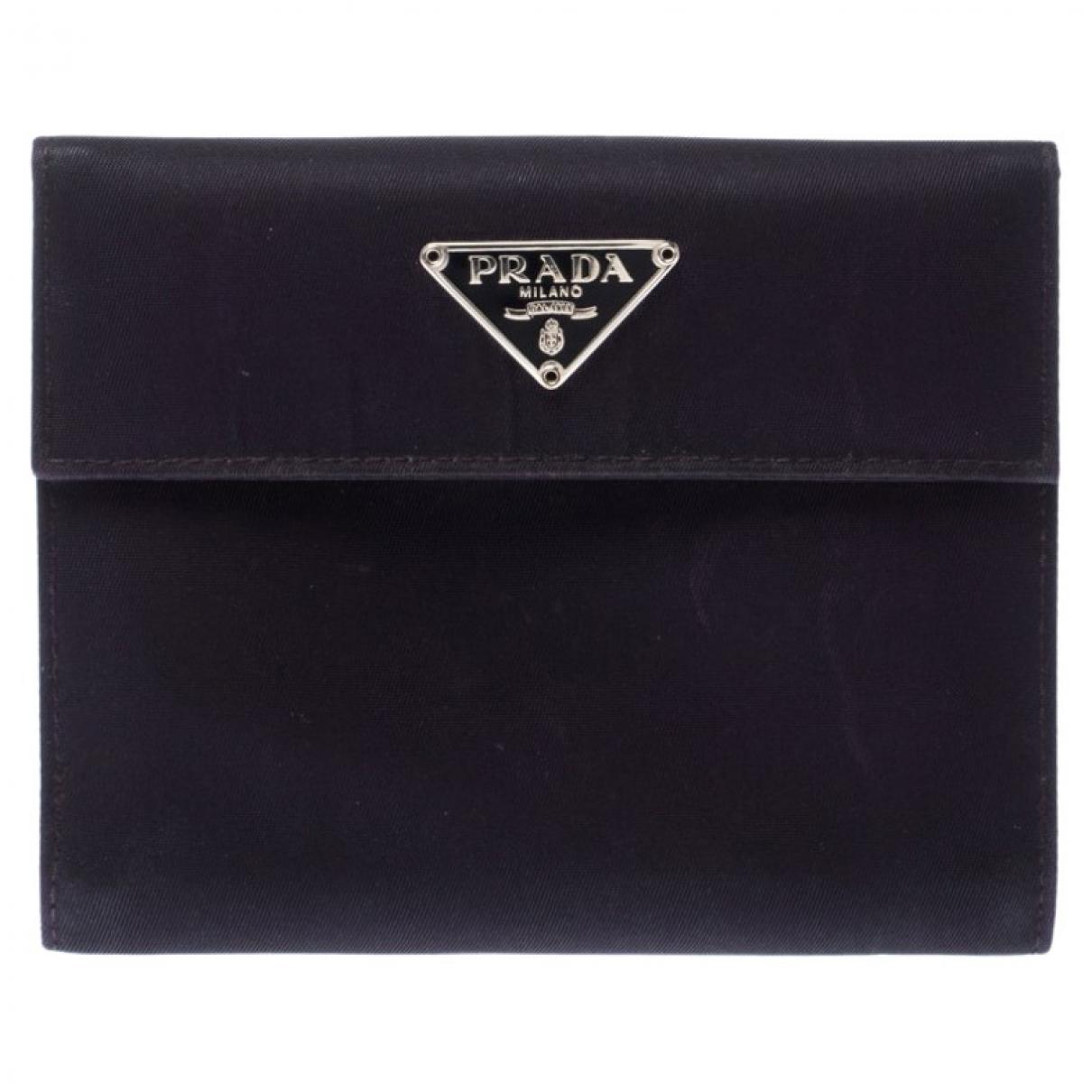 Prada \N Portemonnaie in  Schwarz Leder