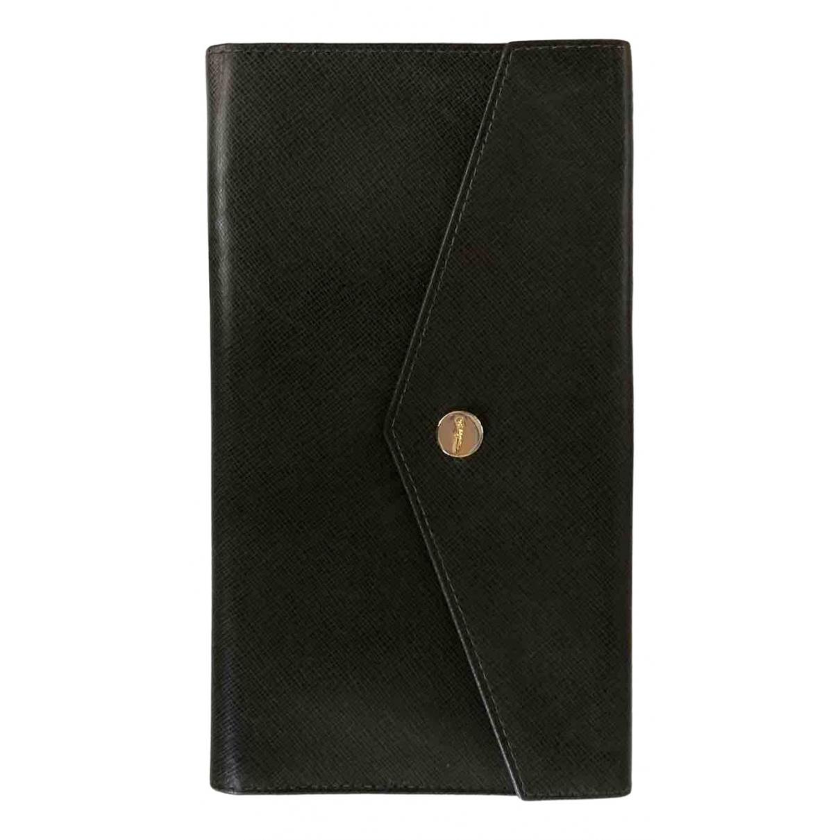 Salvatore Ferragamo N Green Leather wallet for Women N