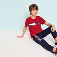 Jungen T-Shirt mit Buchstaben Grafik und Turnhosen mit Streifen