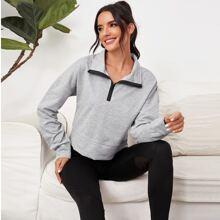 Crop Sports Sweatshirt mit Reissverschluss vorn und sehr tief angesetzter Schulterpartie