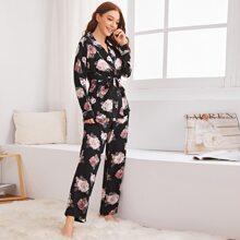 Conjunto de pijama con cinturon con estampado floral