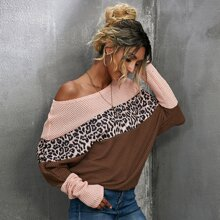 T-Shirt mit Cut And Sew und Leopard Muster
