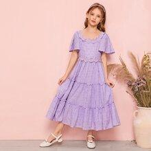 Maedchen Mehrschichtiges Kleid mit Stickereien, Applikation und Flatteraermeln