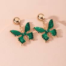 Pendientes largos con diseño de mariposa