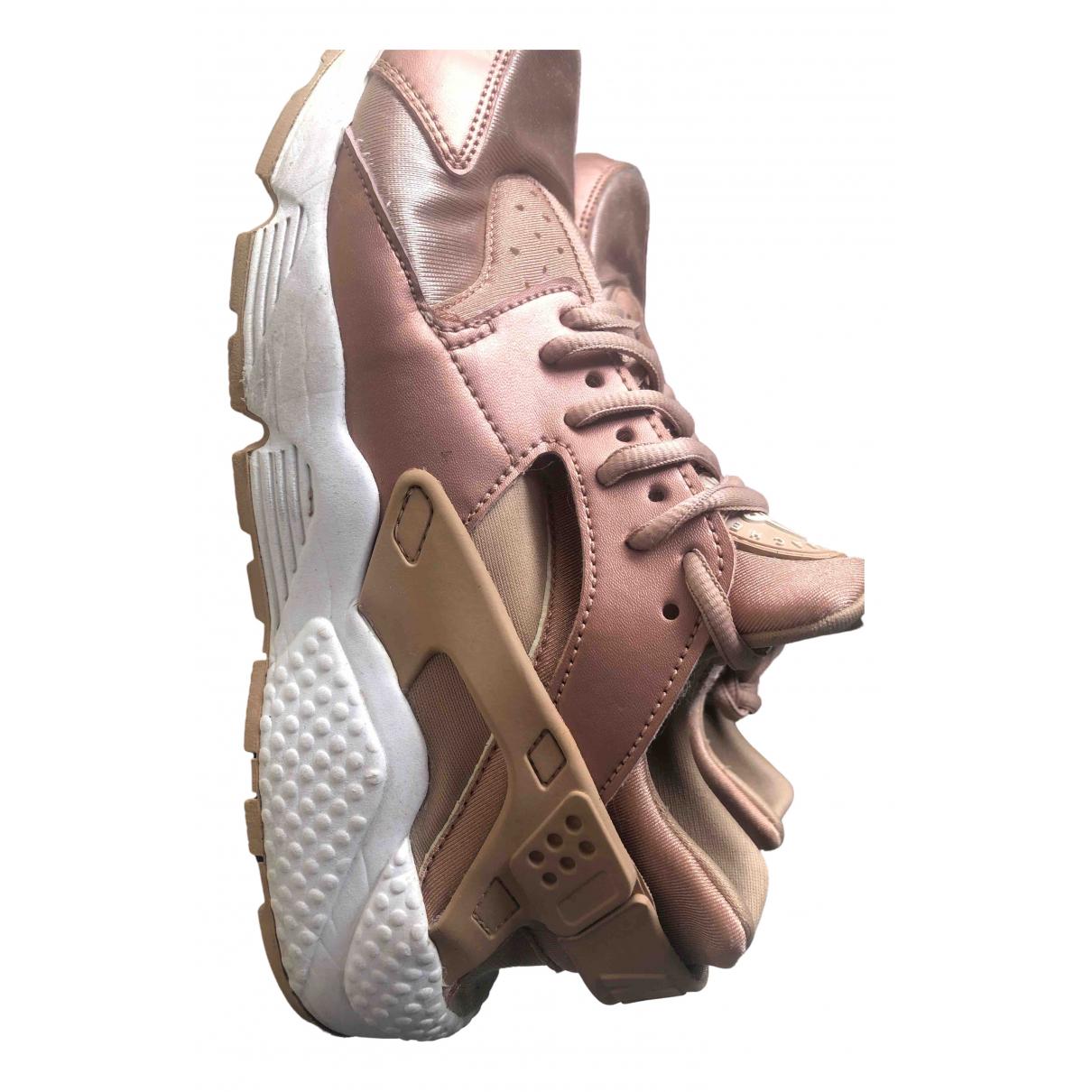 Nike Huarache Sneakers in  Gold Leinen