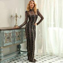 Kleid mit Stehkragen, Pailletten und Netzstoff
