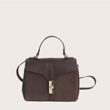 Minimalistische Tasche mit Sperren und Klappe Dekor
