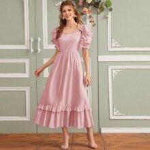 Kleid mit Schosschen am Saum, Herzen Kragen und Puffaermeln
