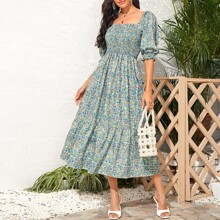 Kleid mit Bluemchen Muster und Raffung