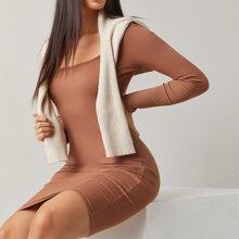 Figurbetontes Kleid mit U Kragen