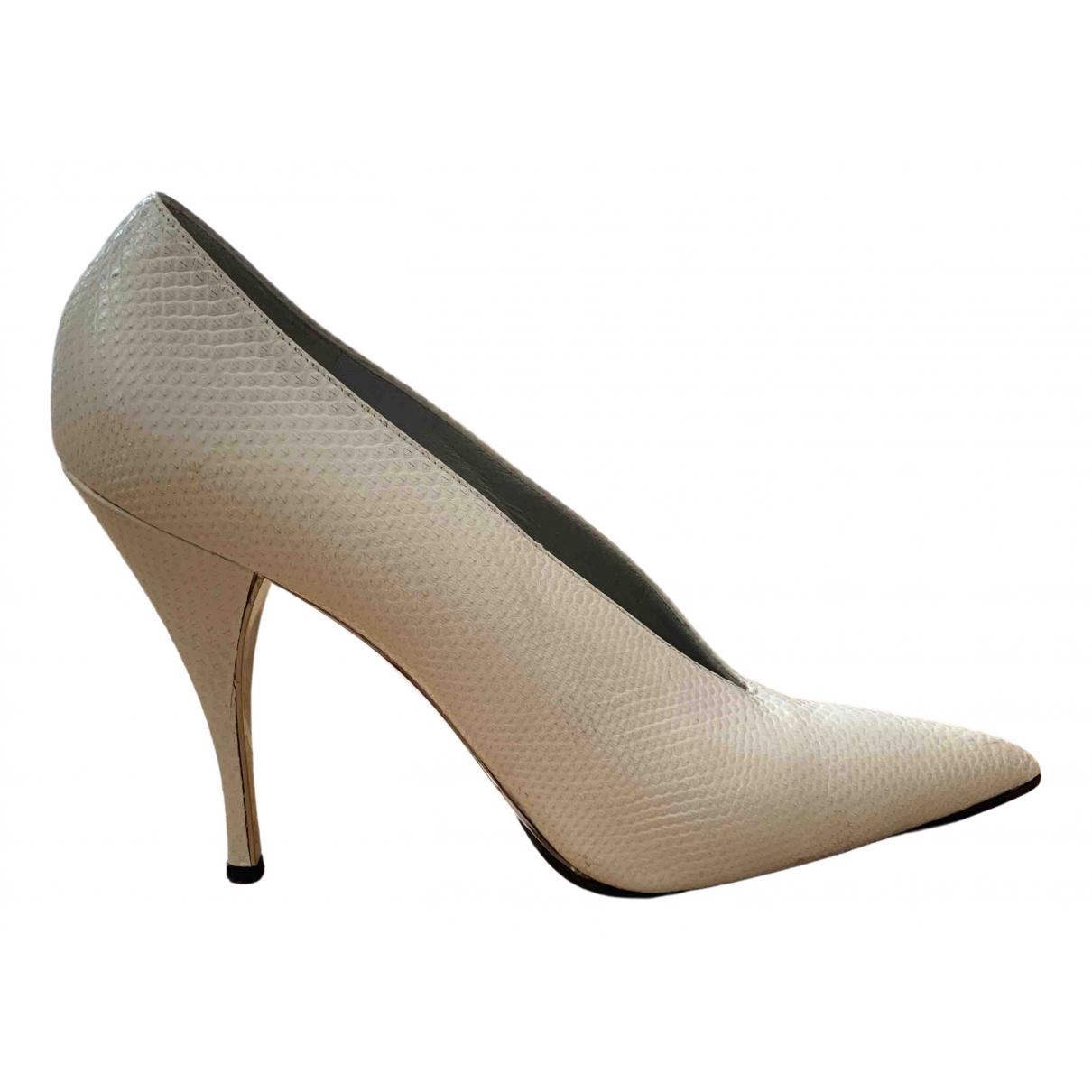 Gucci \N White Python Heels for Women 38.5 EU