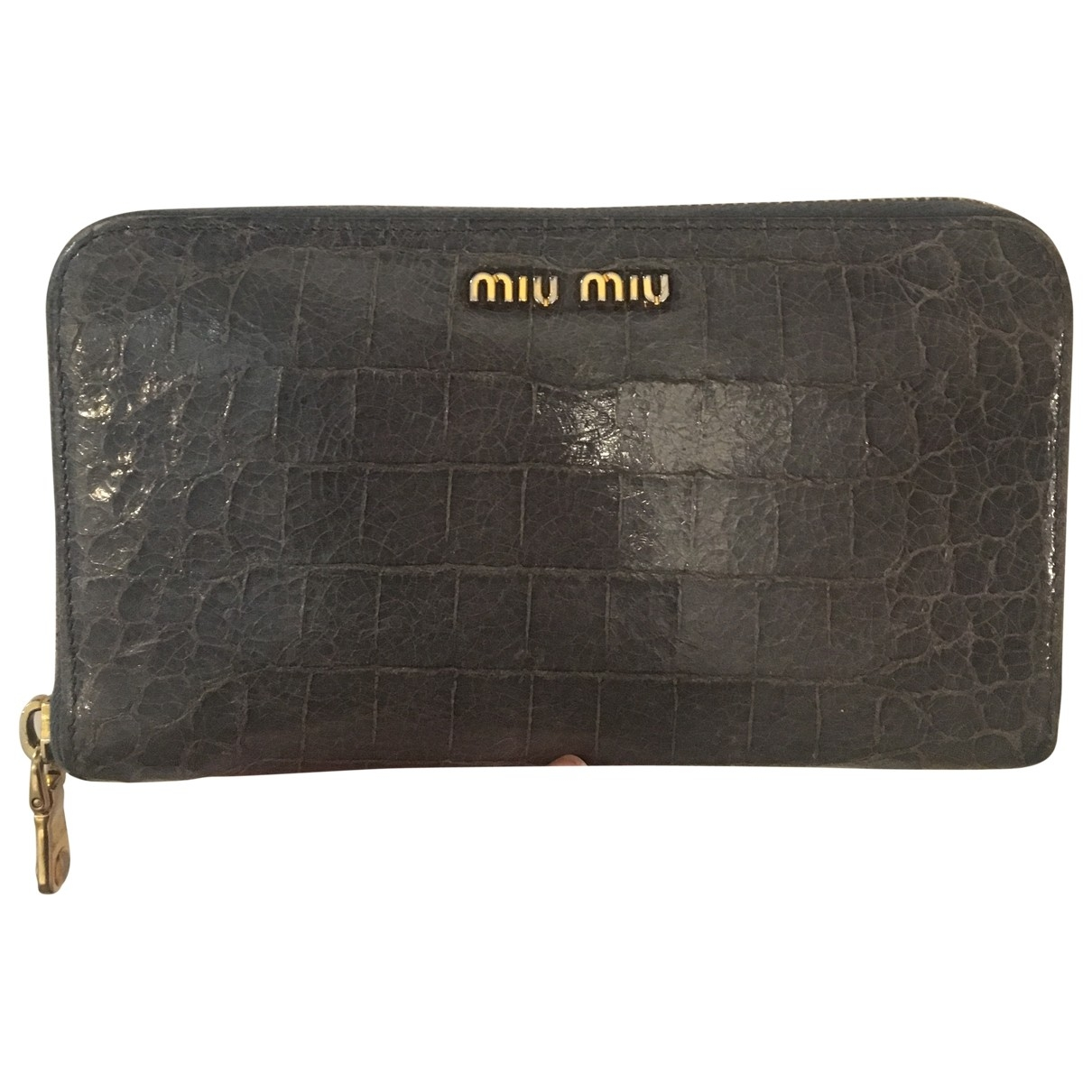Miu Miu \N Portemonnaie in  Grau Lackleder