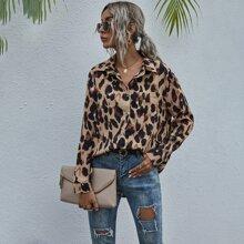 Bluse mit Taschen Flicken und komplettem Muster